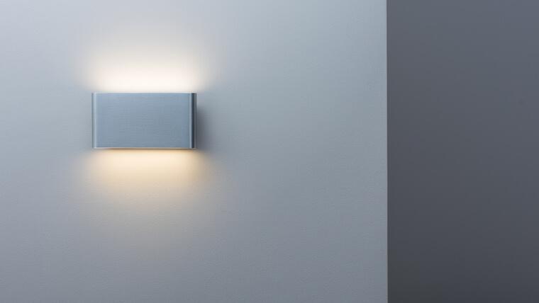 廊下の壁掛けタイプのブラケット照明