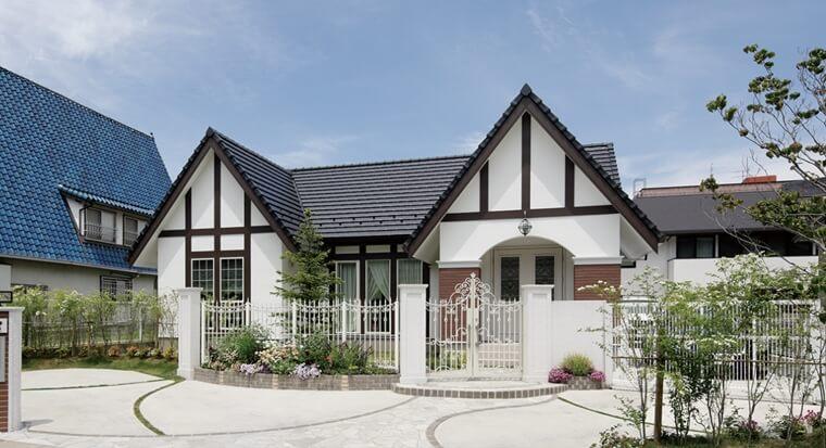 三角屋根がランドマークの平屋の家