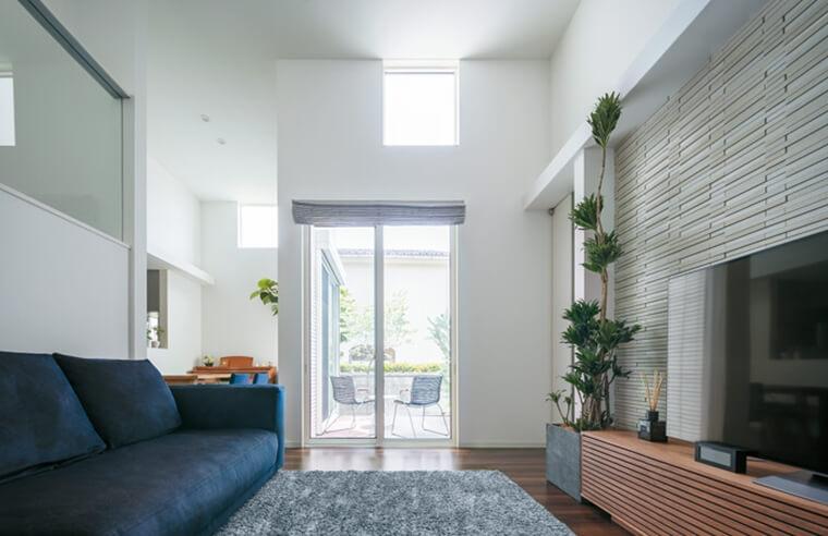 天井の高い、開放的な室内空間になる